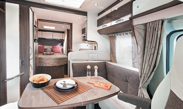mayflower 65lmx camping car avec lit central floriumflorium. Black Bedroom Furniture Sets. Home Design Ideas