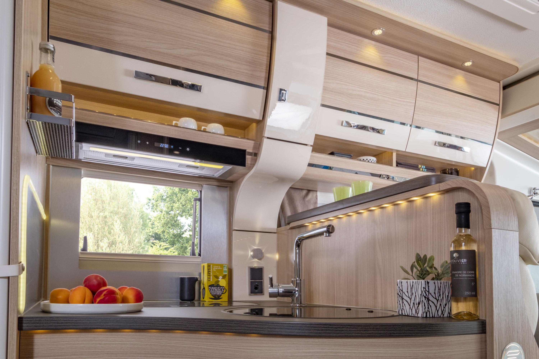 florium wincester 65 lmc le camping car integral moins de 6mflorium. Black Bedroom Furniture Sets. Home Design Ideas
